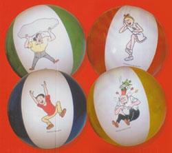 Set van 4 verschillende strandballen.